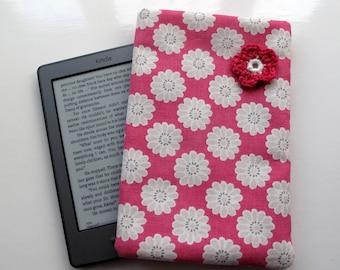 e-Reader Kindle, Nook, Kobo Cover with Crochet Flower