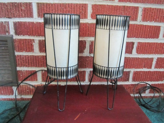 Vintage Mid Century Modern Pair of Black Metal Hairpin Lamps with Fiberglass Shades