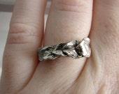 Sterling Silver Laurel Leaf Ring. Laurel Band. Rustic Twig Ring. Oxidized Silver Leaf Ring. Silver Ring