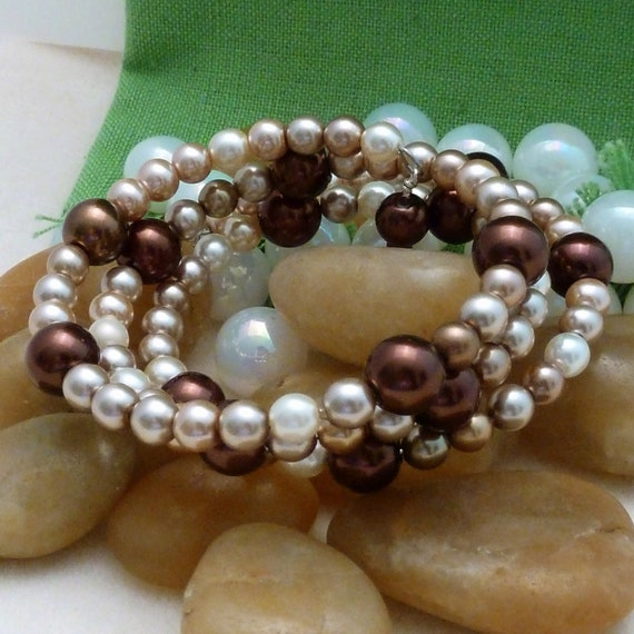 Bracelet of champagne and chocolate pearls, large, 3 loops memory wire