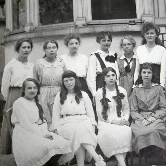 Antique French school girls photo, 1910s
