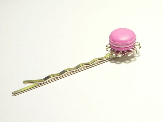 Raspberry French Macaroon Hairpin - Miniature Food Jewelry - Polymer Clay Cake Hair Accessorie - Mini Pastry, Pink Macaron, Bobby Pin, Fimo