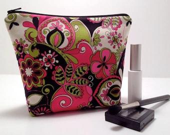 Makeup Bag, Cosmetic Bag, Make Up Bag, Cosmetic Case, Makeup Case, Make Up Case - Flat Bottom in Retro Floral Fabric