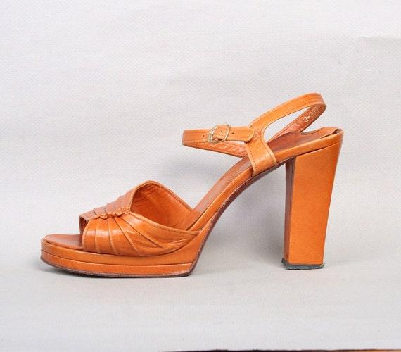 1970s CARAMEL SANDALS / Strappy Open Toe Platform Heels, 8.5