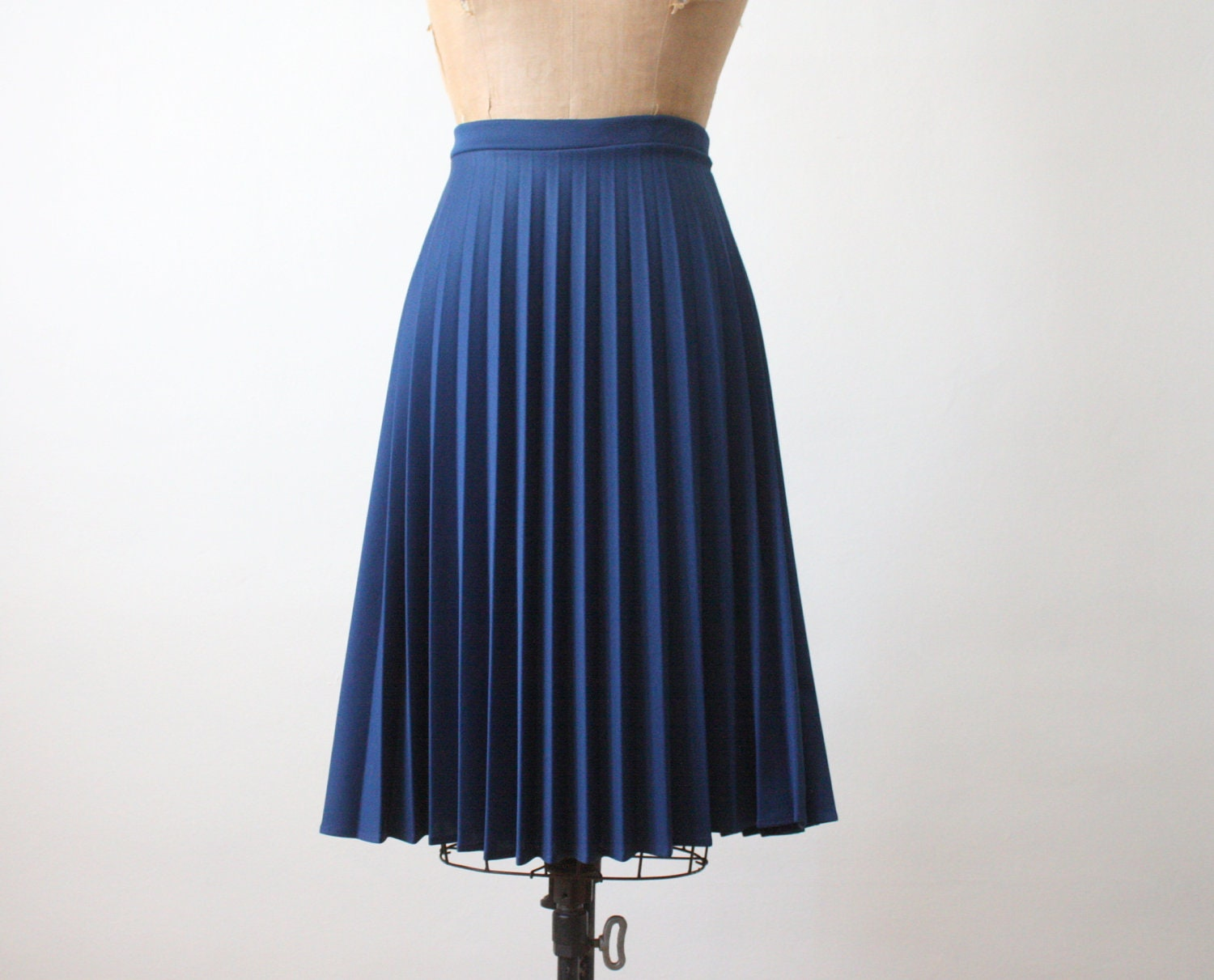 1970 s navy blue accordion pleated skirt