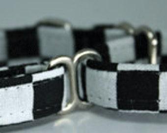 Mini martingale collar black and white