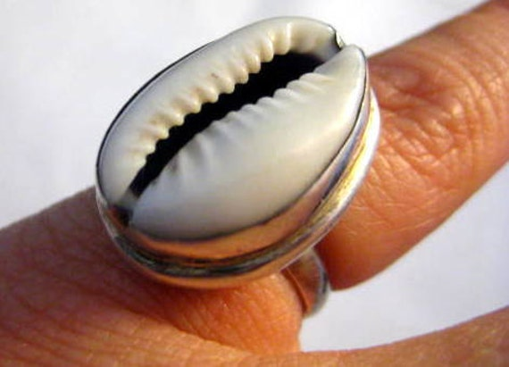 Vintage Sterling Cowry Shell Ring Size 6