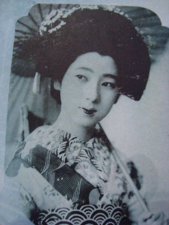 GORGEOUS Vintage Japanese Geisha Maiko Blue Postcard 2