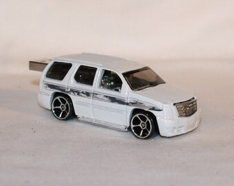 2 gb Flash Drive  / Cadillac Escalade  2007 1/64 Collectible