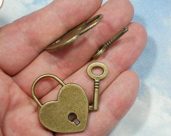2 Sets 40mm Big Heart Lock & Skeleton Key Bronze Charm Pendants (P365 -10)