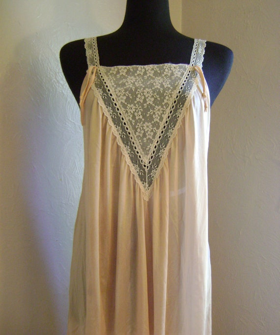 1970s in the  style of 1920s Gorgeous V neck cream lace nightgown