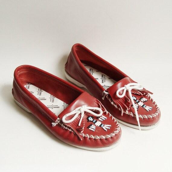 shoes 9 / Minnetonka moccasins / beaded fringe loafer moccasins / shoes size 9 / vintage shoes