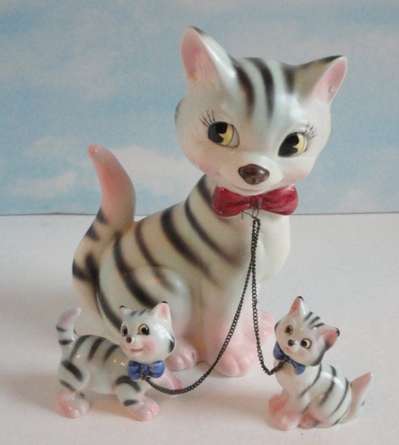 Adorable Cat Figurine With 2 Kittens Lipper And Mann