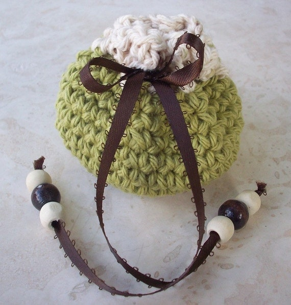 Crocheted Cotton Drawstring Pouch (100 Yen Pouch) in Leaf Green and Ecru