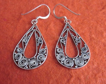 Bali Sterling Silver Metalwork Earrings / sterling silver / handmade jewelry / Dangle earrings / handmade earrings.