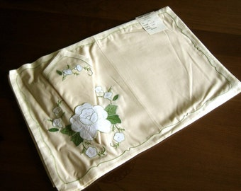 PLACE MAT Table Runner Set 4 New Embroidered Applique Flowers & Napkins NWL