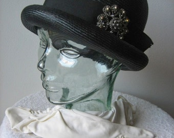 HAT Vintage Retro PILL BOX Era Jackie O Vogue Black Tall Tight Straw Gloves Big Brooch Hat Pin