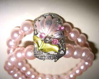 vintage costume jewelry  /  pearl and rhineston flower bracelet