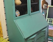 TeaL SecReTarY-  with a Fun ChiCkeN WiRe TwiSt