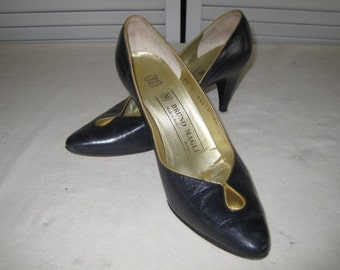 vintage Navy Leather Pump with gold leather accents by Bruno Magli  size 7 narrow