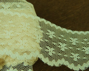Lovely Ivory Edging Lace Trim  1 1/2 yard