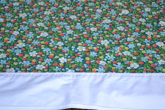 Vintage Bed Sheet - Strawberry Patch on Green - Queen Flat