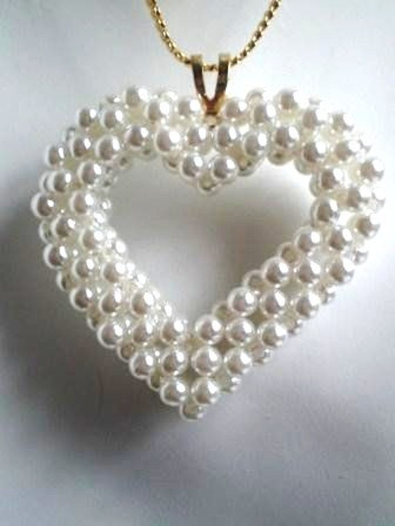 Vintage Necklace Clustered  Pearl Big White Heart Bride 4 Something Old Keepsake 70s