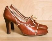 Oxford heels 7.5. Vintage 1970s Florsheim tan & cream leather oxfords.