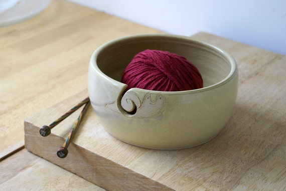 RESERVED FOR RoteSchnegge - The happy snail yarn bowl, hand thrown pottery in pepper yellow