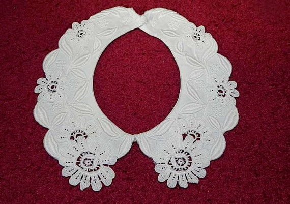 Vintage 40s  Collar Necklace with applique Flowers