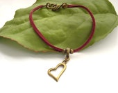Heart charm bracelet in faux suede red cord