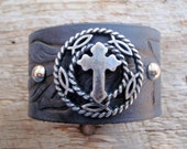 CRoSS CoNCHO CuFF