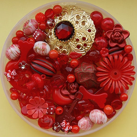 Red bead mix - 100 pieces