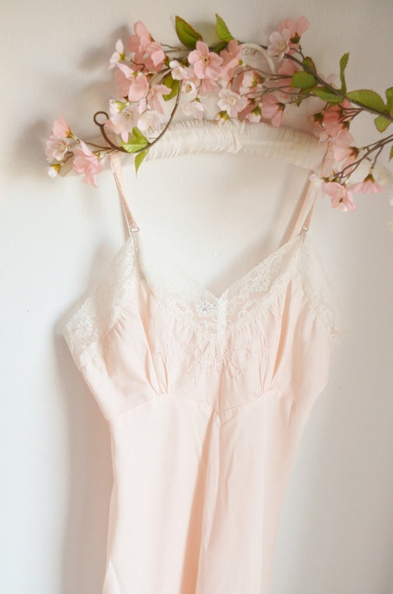 Pale pink vintage slip - size s/m