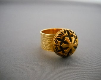 Vintage gold button ring