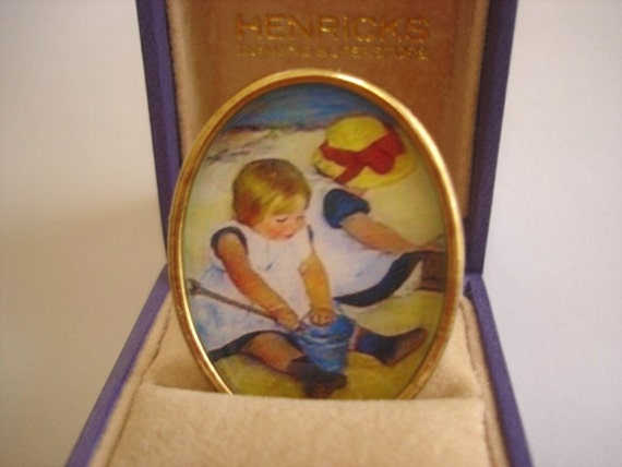 Vintage  Children Play at Sea Shore Jewelry Brooch Gold Tone