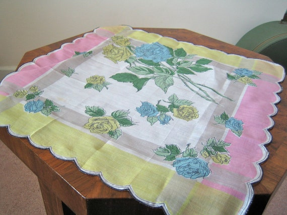 1950s handkerchief / graphic roses and pastels with scalloped edge / crisp lawn - large