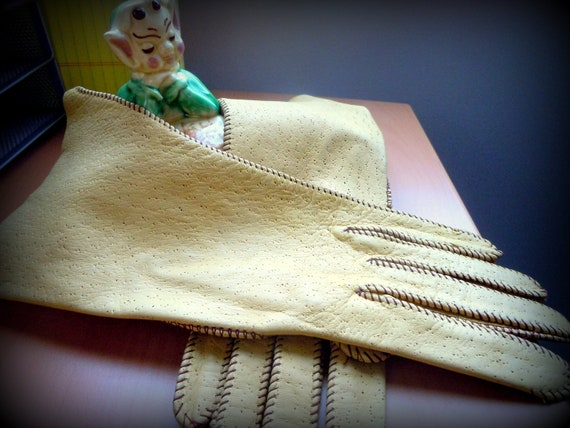 Vintage Tan Perforated Leather Ladies Dress Gloves -- Adorable - Size XS/SM  -- Free Shipping