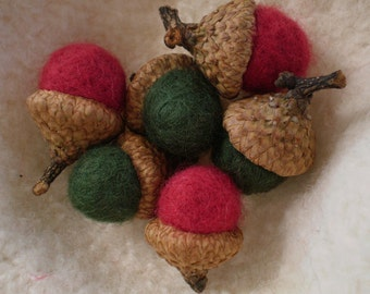 Old Fashioned Christmas Cranberry Red & Pine Green Felted Acorn Set - Natural Woodland Christmas Holiday Season