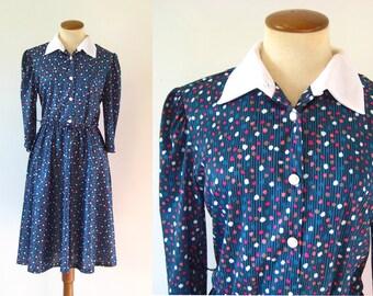 1970s Dress Schoolgirl Day Button Bodice Fitted Waist Flared Skirt White Collar Midi Swing Green Vintage 70s Long Sleeve M Medium L Large