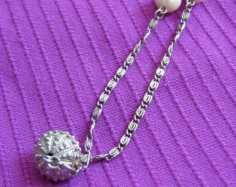 Vintage 1980's, Faux Pearls, Etruscan Beads & Chain Necklace. Silver tone, Avon.