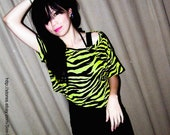 NEW 80s Style punk rock wild tiger print neon yellow Cropped Tee Top S - M