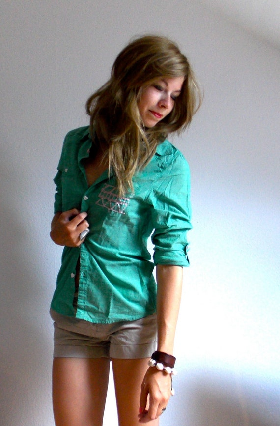 Green Oversize Shirt with Aztec Pattern and Heartshaped Buttons