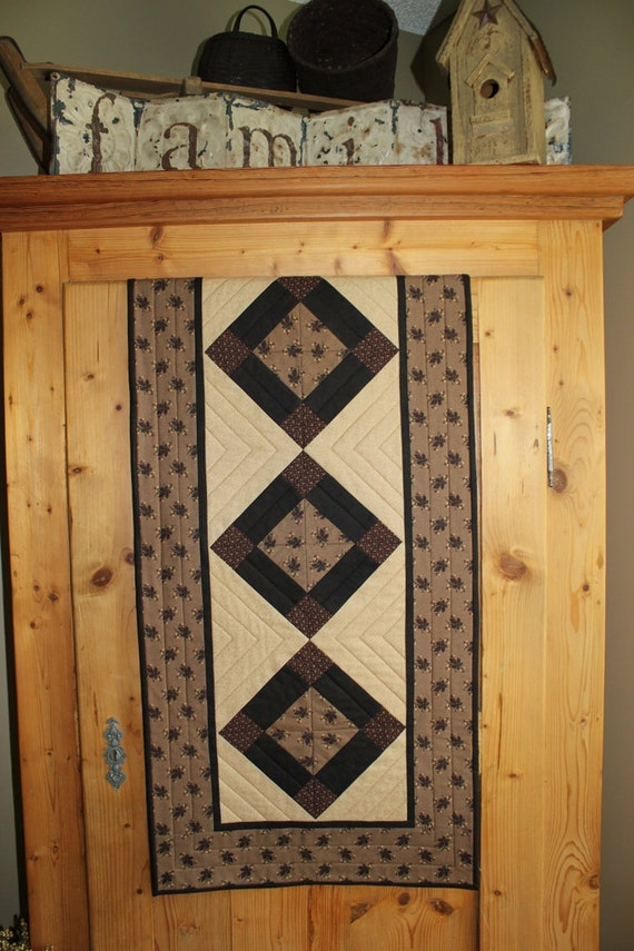Primitive leaves fall quilted table runner