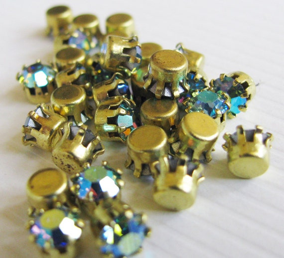 Vintage Rhinestones Chrysolite AB Glass Jewels - Faceted Stones - Tiffany Raw Brass Settings - 3.5mm