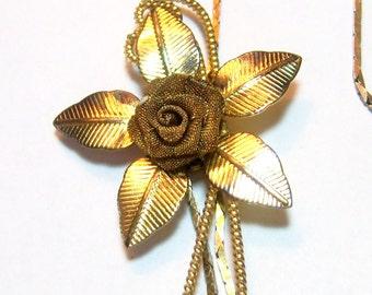 vintage gold tone flower pendant chain necklace E