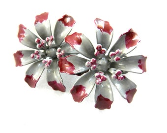 Gorgeous 1950s vintage earrings - elegant flowers in gray and burgundy - three-dimensional -adorable antique jewelry -Art.311/2 -