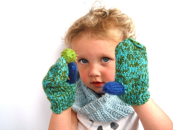 Green toddler mittens, cute kids gloves, winter fashion