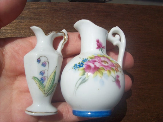Shadow Box Miniature Collectables Vases Occupied Japan Hand Painted Flowers
