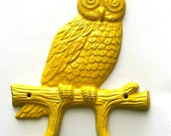 Sale-Cast Iron Owl Hook/Hanger in yellow